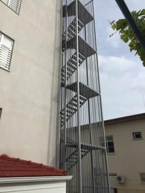 Yangın Merdiveni ve Güvenlik Kulubesi